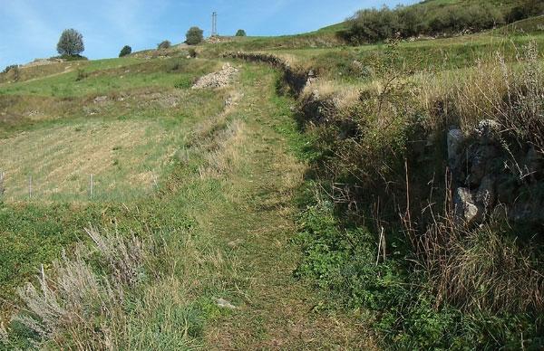 2011-09-muret-chemin-avant