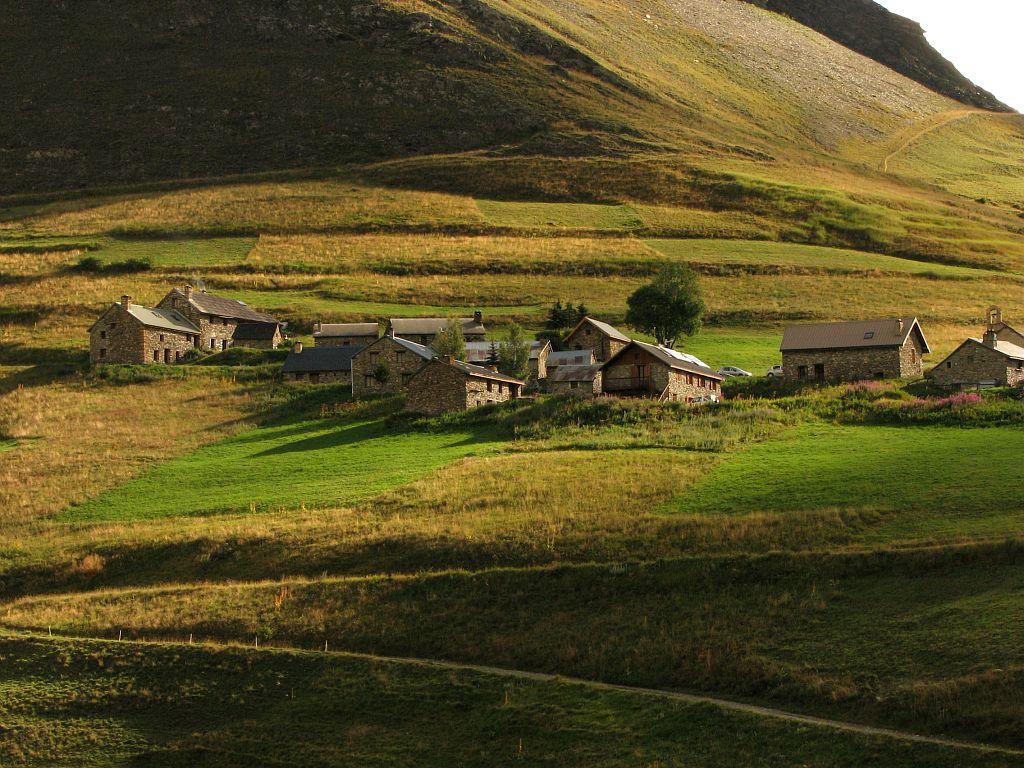 Les rivets - hameau de la Grave - vallon du ga après le chazelet - terrasses © Christophe Albert - Parc national de Ecrins