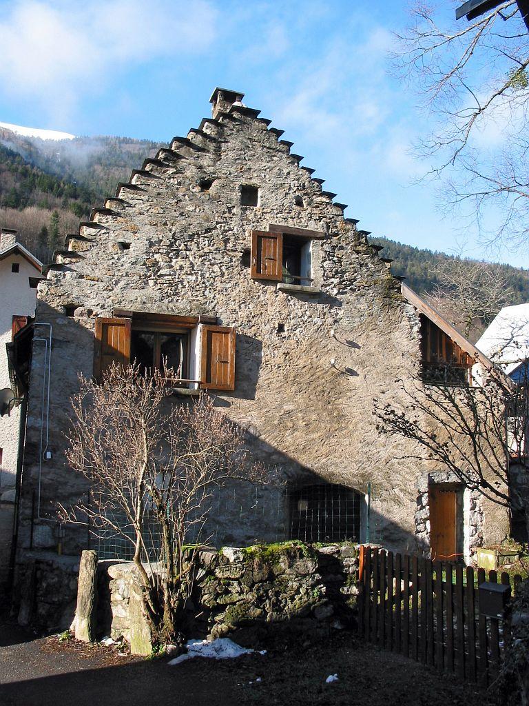 Façade de maison du Villard-d'Entraigues © Jean-Pierre Nicollet - Parc national des Ecrins
