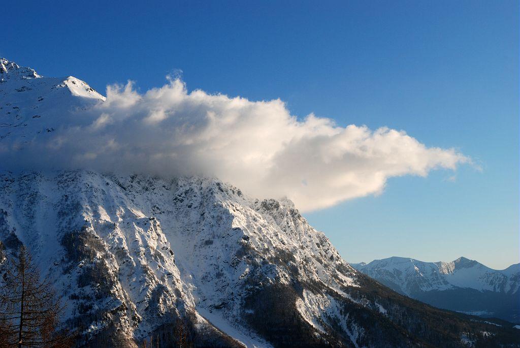 Le nuage du Petit Chaillol (ou Banc du Peyron) signe de bise, depuis le sentier du bec de l'Aigle © Dominique Vincent - Parc national des Ecrins