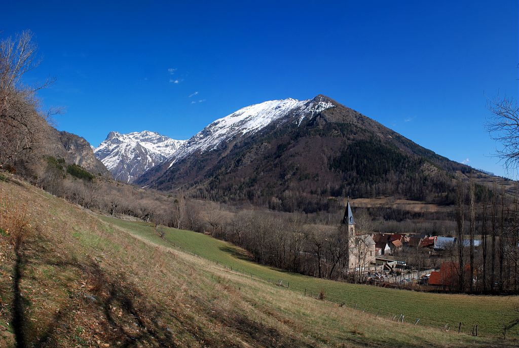 Le village de La Motte et la vallée de Molines © Dominique Vincent - Parc national des Ecrins