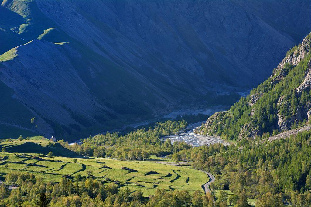 Les terrasses au pied du col ©Parc national des Ecrins