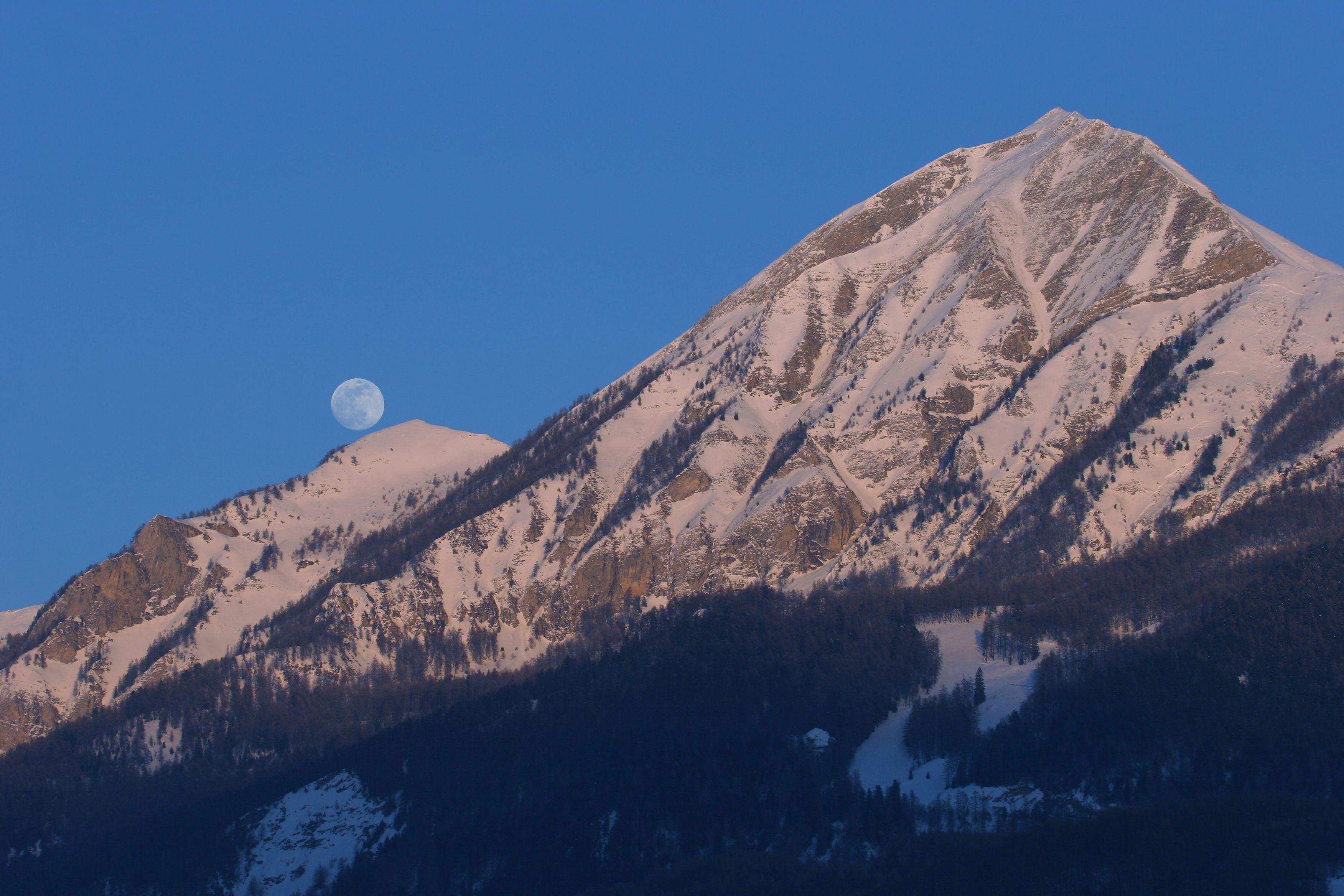 Pleine lune aux Autanes ©Marc Corail - Parc national des Ecrins