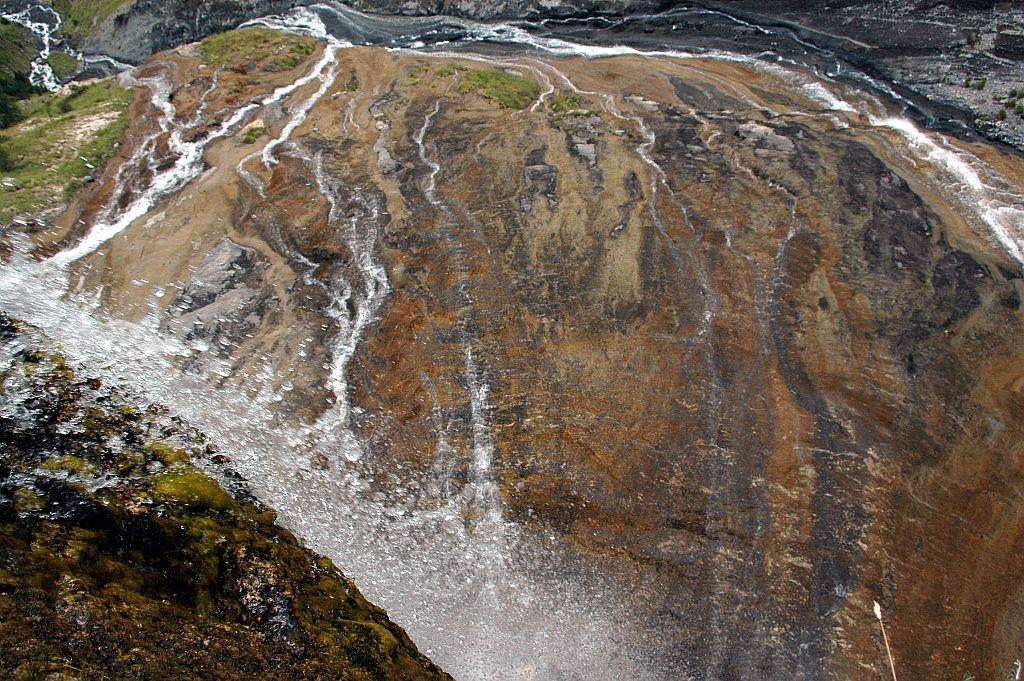 Variante du GR 54 entre Mizoen et le refuge du Rif Tort. Cascade de la Pisse © Pierre Masclaux