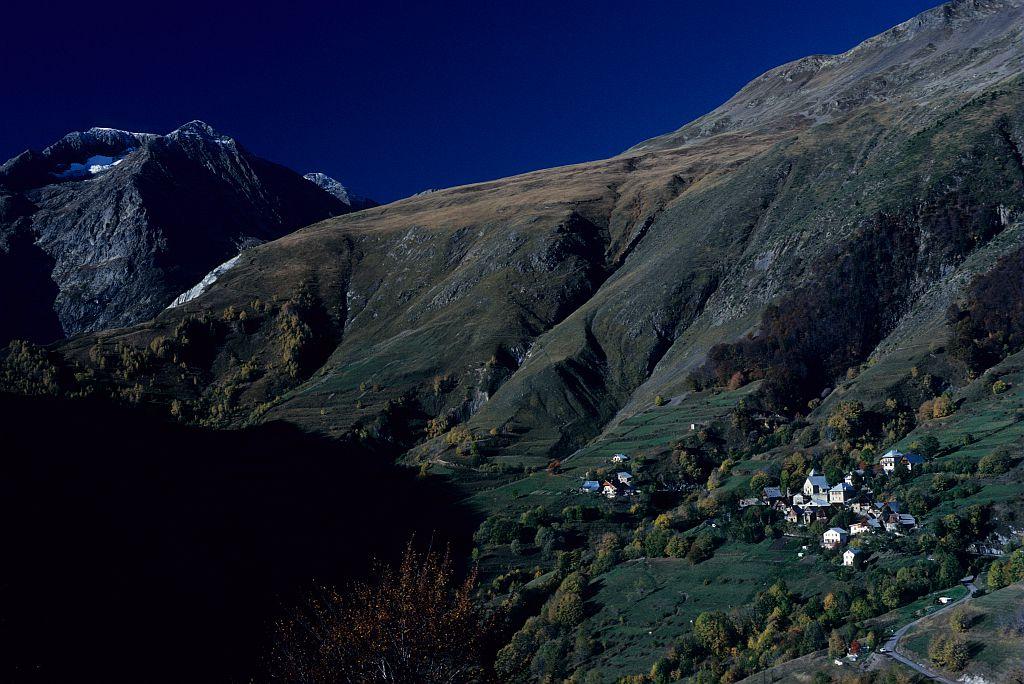 Village d'Oulles -Oisans © Parc national des Ecrins