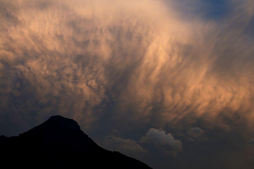 Lumière d'orage sur le massif des Aiguillons (L'Argentière la Bessée) depuis les Vigneaux © Marie-Geneviève Nicolas - Parc national des Ecrins