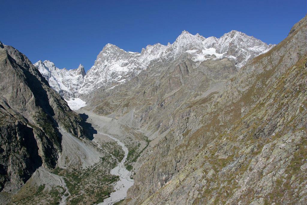 Glacier noir et barre des Ecrins vus depuis les planes de Dormillouse © PNE / Maillet Thierry