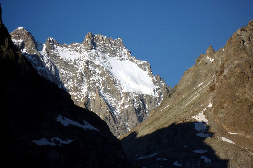 Glacier noir, lever de soleil sur l'Ailefroide © PNE / Maillet Thierry
