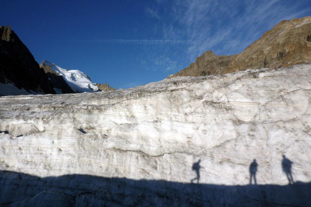 Glacier blanc, la barre et le dome des Ecrins en arrière-plan © PNE / Coulon Mireille