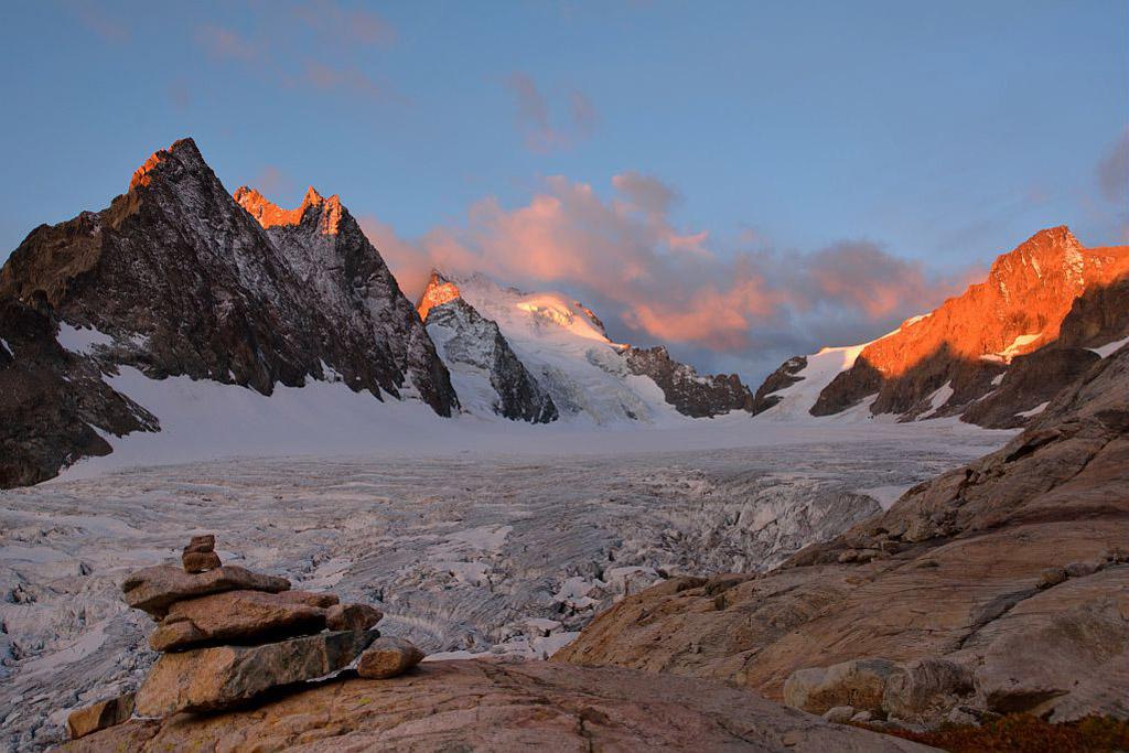 Lever du soleil sur les Ecrins et le glacier Blanc © PNE / Coulon Mireille