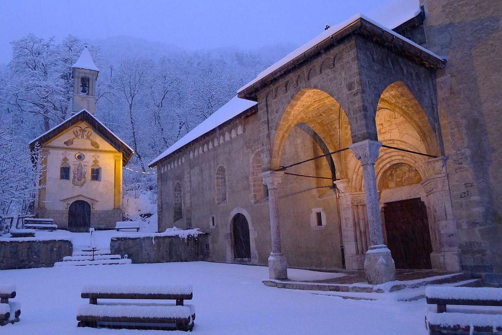 Chute de neige dans le village de Vallouise au petit matin © PNE / Maillet Thierry