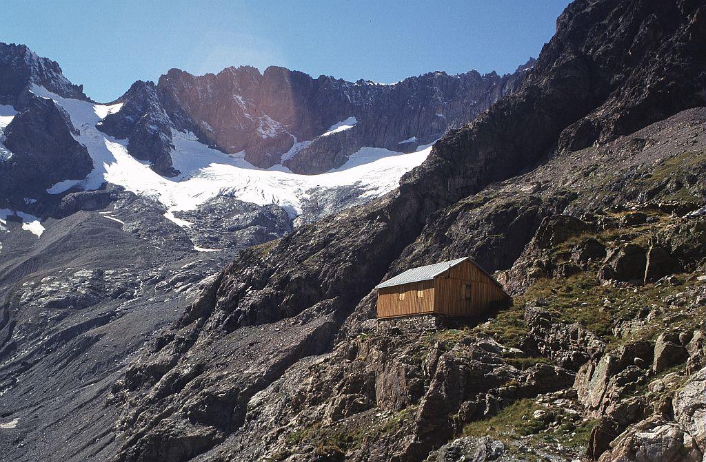 L'ancien refuge en bois du Sélé (2 699 m) © Marie-Geneviève Nicolas - Parc national des Ecrins