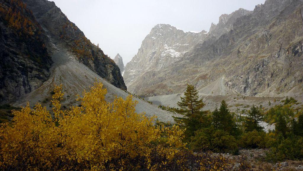 La moraine du glacier noir sous la barre des Ecrins © Parc national des Ecrins