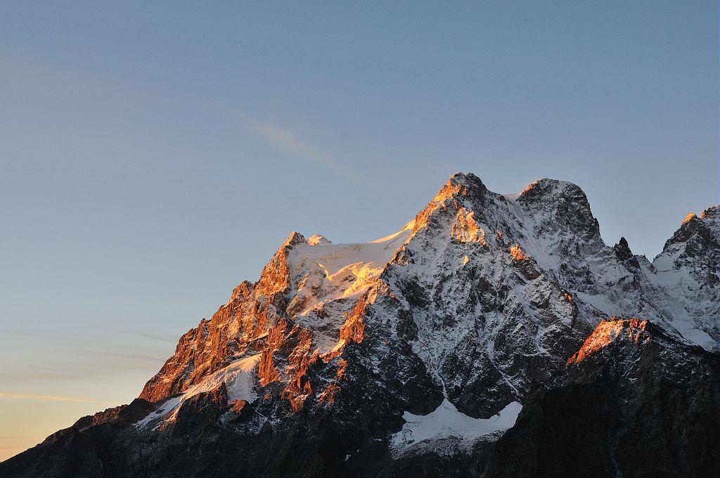 Le Pelvoux au lever du soleil © Mireille Coulon - Parc national des Ecrins
