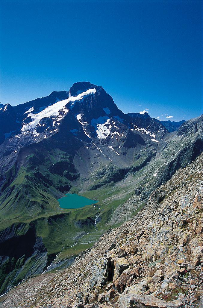 Sommet, lac, refuge, col de la Muzelle © Denis Fiat - Parc national des Ecrins
