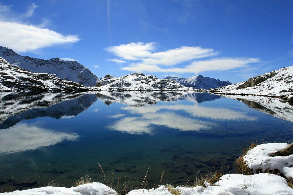 Suivi lac sentinelle de Pisses dans la neige. © Jean-Philippe Telmon - Parc national des Ecrins