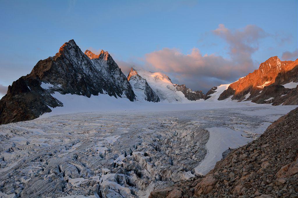 Lever du soleil sur les Ecrins et le glacier Blanc - Pelvoux © Mireille Coulon - Parc national des Ecrins