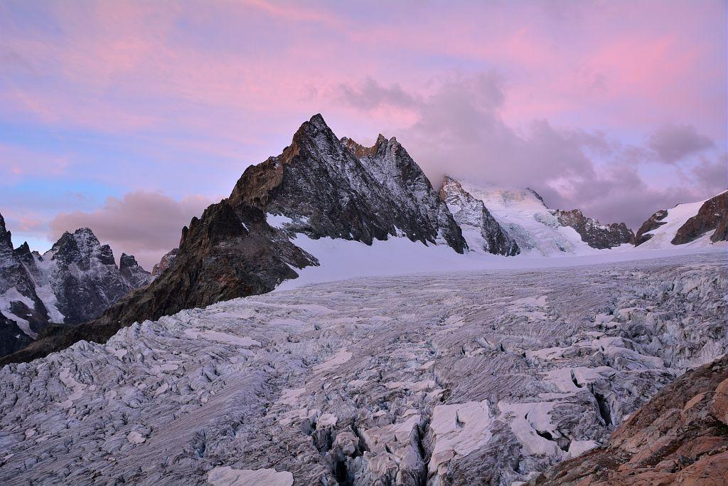 Lever du soleil sur les Ecrins et le glacier Blanc © Mireille Coulon - Parc national des Ecrins