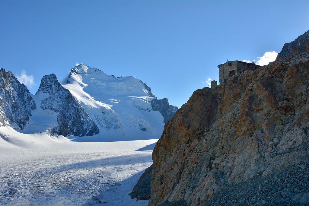 Le refuge des Ecrins, le glacier Blanc, la barre des Ecrins © Mireille Coulon, Parc national des Ecrins