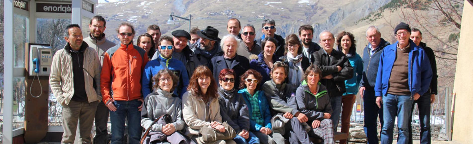Les acteurs du réseau: scientifiques, agents du Parc national des Ecrins, éleveurs et bergers des Alpages sentinelles du massif des Ecrins, réunis à Villar d'Arène en mars 2017 pour la restitution annuelle du programme.