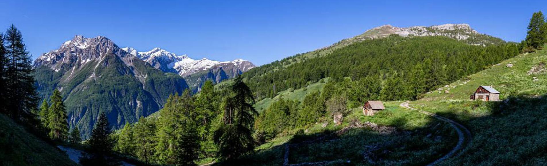 Cabane des Balmettes au printemps - photo T.Maillet - Parc national des Ecrins