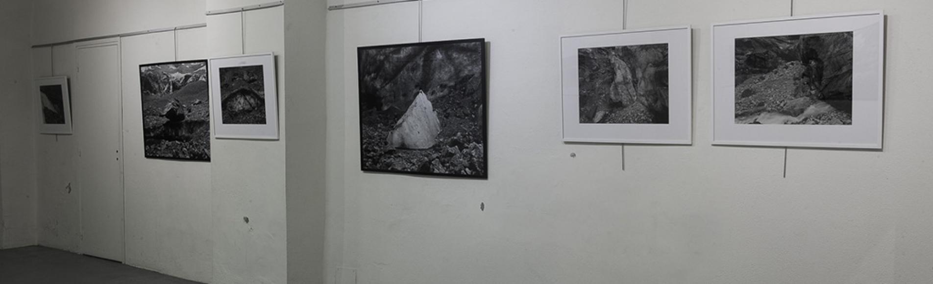 Exposition à la Tour brune - série photographique glacier Noir - photos Jonathan Mourglia