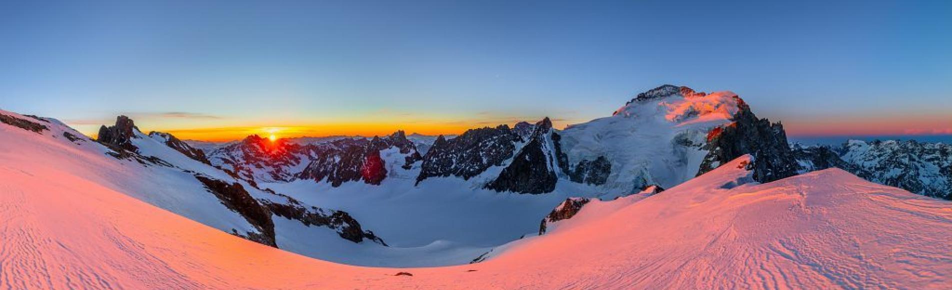 Glacier Blanc et barre des Écrins depuis roche Faurio - © T. Blais- PNE