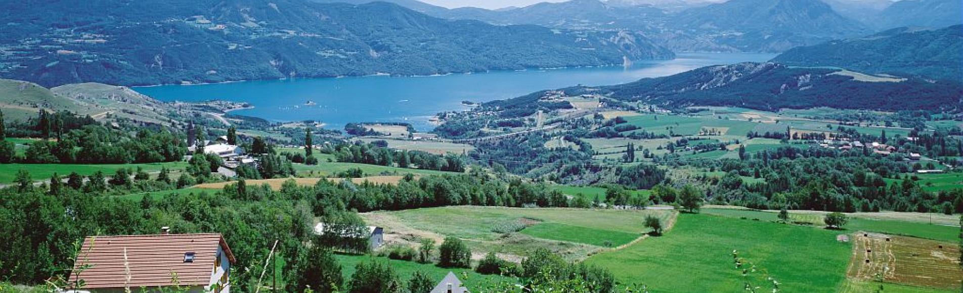 Le lac de Serre-Ponçon ©Stéphane D'houwt - Parc national des Ecrins