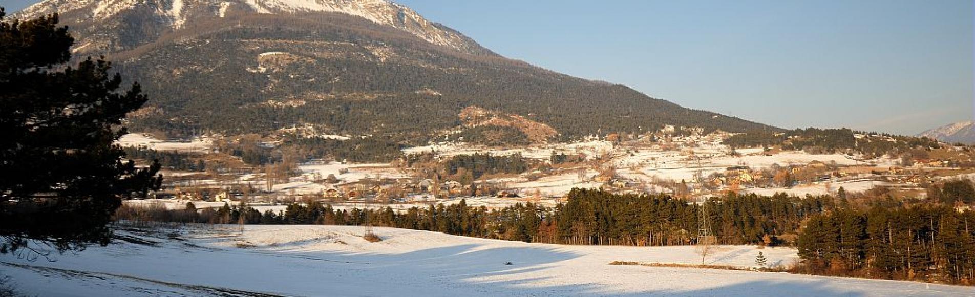 Le plateau des Puys et le mont Guillaume en hiver - Puy Sanières ©Mireille Coulon - Parc national des Ecrins