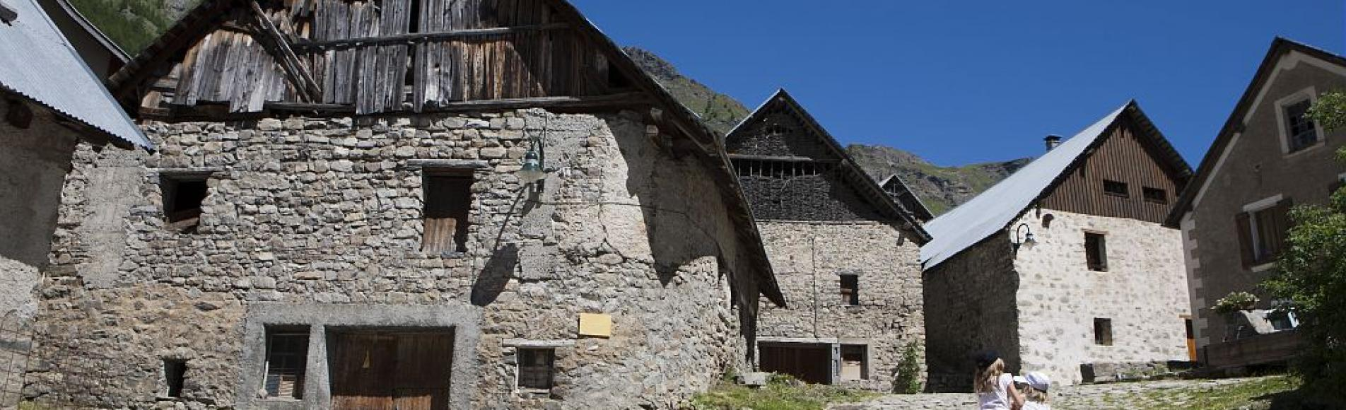 Village de Prapic ©Saulay Pascal - Parc national des Ecrins