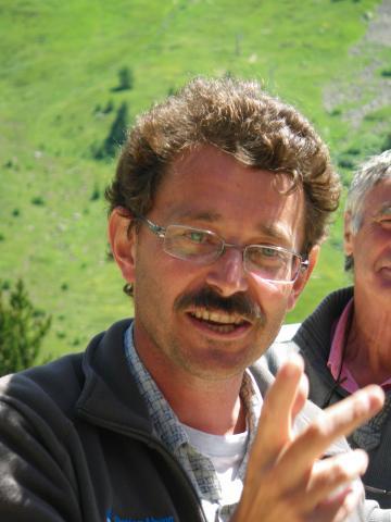 Serge Aubert, lors d'un conseil scientifique du Parc national des Ecrins au Lautaret en 2011 - photo R.Bonet - PNE