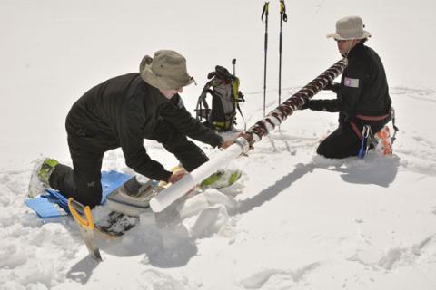 Mesures de suivi au glacier Blanc - 2014 © Parc national des Ecrins
