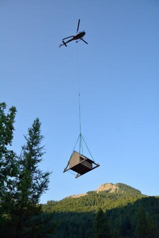 heliportage cabane - © M.Coulon - Parc national des Ecrins
