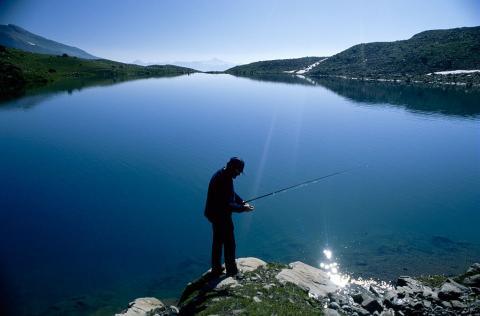 Pêche en lac, © C.Dautrey - Parc national des Écrins