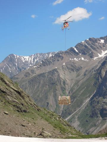 Héliportage prototype cabane d'appoint - alpage Mariande - juin 2019 - © V.Rigassi