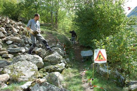 Travaux sentier via Clause - photo D.Vincent - image d'archives - Parc national des Ecrins