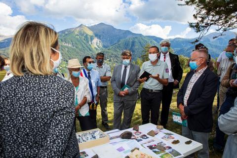 Visite dans le Champsaur de Mme Barbara Pompili, Ministre de la transition écologique et solidaire. Rodolphe Papet, maire de Saint-Jean-saint-Nicolas. © Thierry Maillet - Parc national des Ecrins