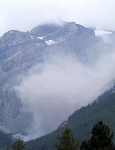 Eboulement aux Dômes du Monêtier. Nuage de poussière - Parc national des Ecrins, Cyril Coursier