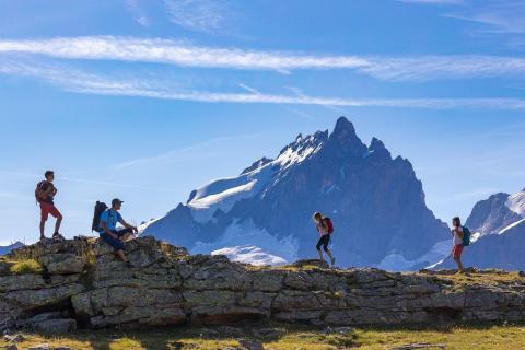 Randonneurs au plateau d'Emparis - © B. Bodin - PNE