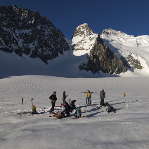 Mesures et carrottages sur le glacier Blanc - J. Charron - PNE