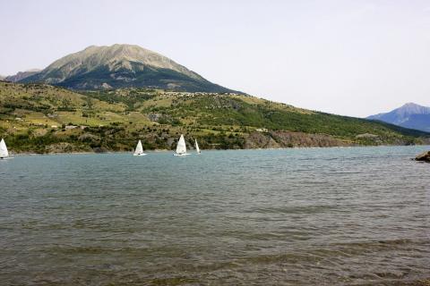 Le mont Guillaume et le lac de Serre-Ponçon ©Michel Bouche - Parc national des Ecrins