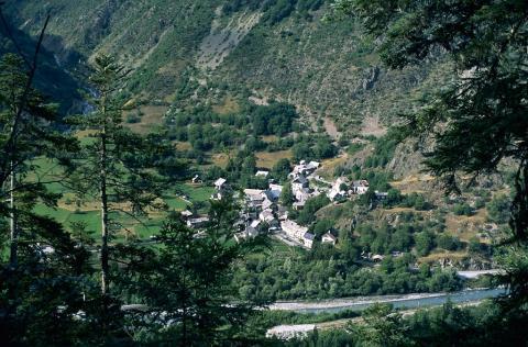 Villar Loubière en Valgaudemar vu depuis la montée à Pétarel ©Dominique Vincent - Parc national des Ecrins