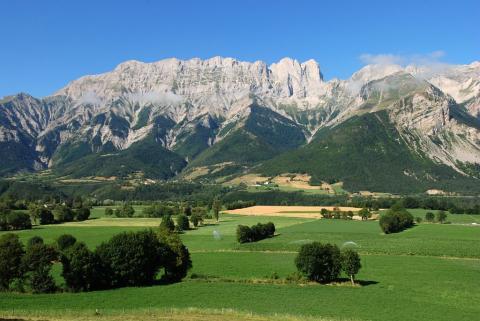 La plaine de Chauffayer, les villages de Lesdiguières et Glaizil en rive gauche du Drac et la Montagne de Féraud © Jean-Pierre Nicollet - Parc national des Ecrins