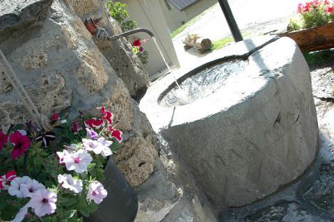 Fontaine dans le hameau de Ventelon ©Parc national des Ecrins