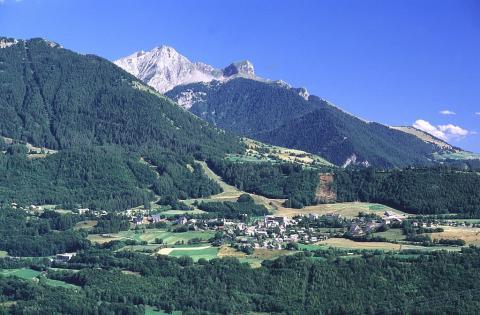 Village de Saint-Léger ©Michel Francou - Parc national des Ecrins