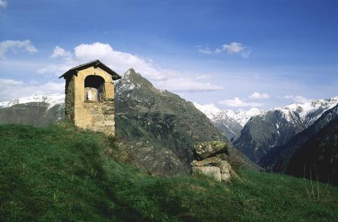 Oratoire de Villard Notre-Dame et le sommet Pied Moutet ©Fiat Denis - Parc national des Ecrins