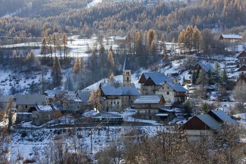 Eglise et hameau du Puy - commune de Puy Saint-Vincent ©Pascal Saulay - Parc national des Ecrins