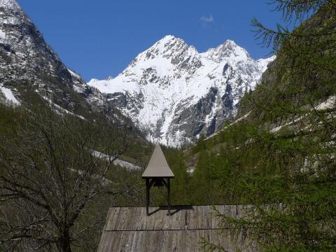 Chapelle de Béassac - pic de Bonvoisin - commune de Vallouise ©Thierry Maillet - Parc national des Ecrins