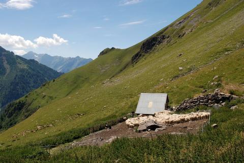 cabane pastorale © J-P. Nicollet - Parc national des Ecrins