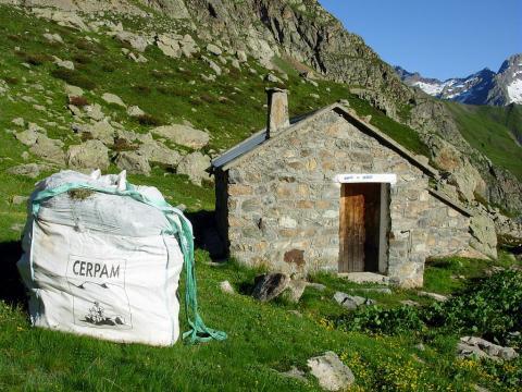 Héliportage à la cabane de Vallonpierre © Parc national des Ecrins